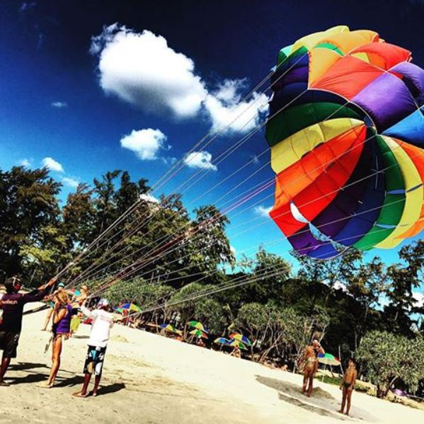 Parasailing presso Kata Beach, Thailandia