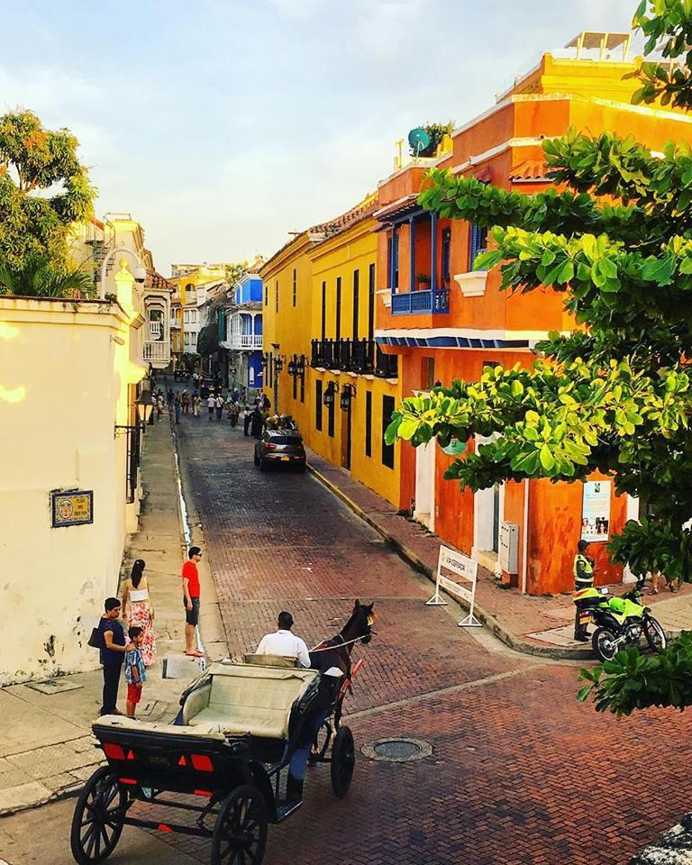 Cartagena, case colorate all'interno del Barrio San Diego