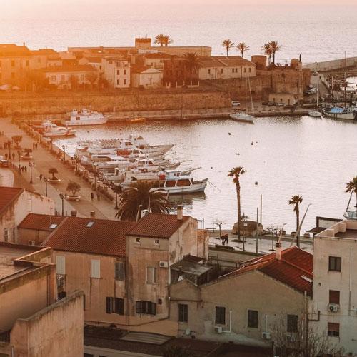 Il porto di Alghero all'alba