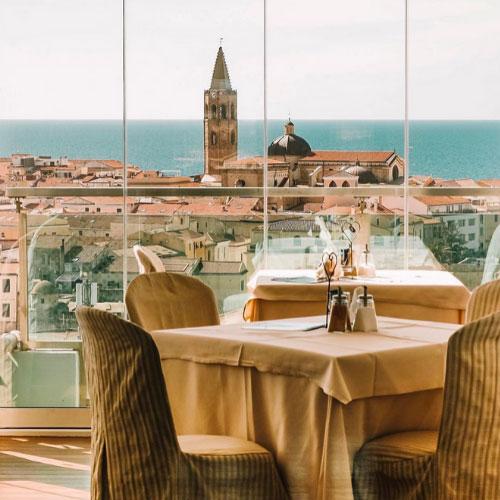 La sala colazioni dell'Hotel Catalunya