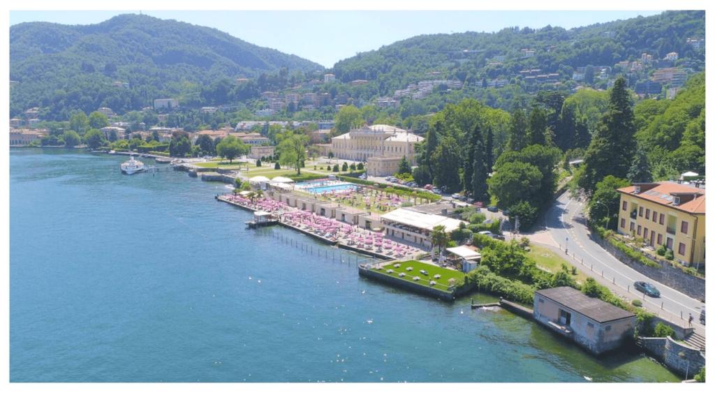 Una foto panoramica del Lido di Villa Olmo