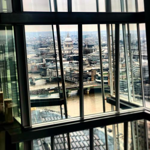 Il trend dei viaggi bleisure: Londra vista da una stanza d'hotel