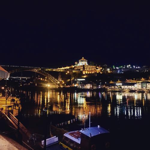 La città di Porto nelle ore serali