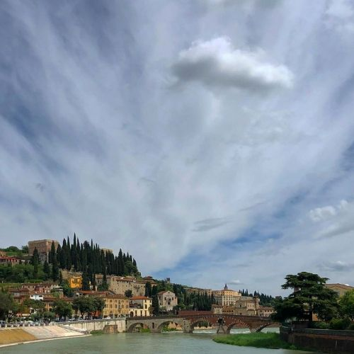 Il Ponte Pietra e uno scorcio di Verona