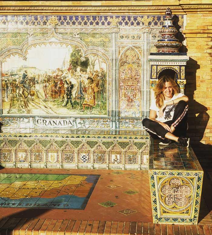 Plaza de España, panchine con azulejos