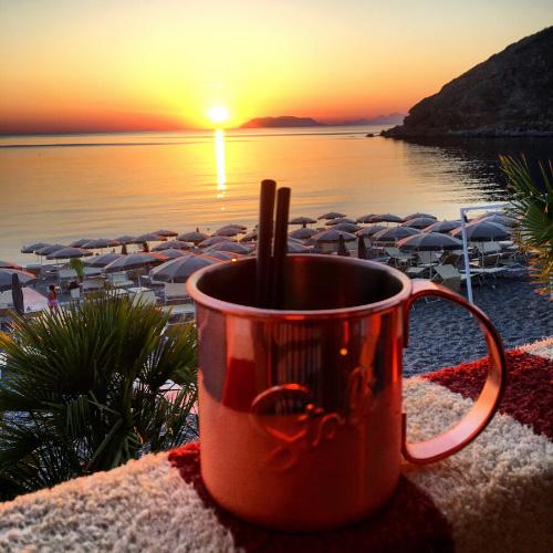 Aperitivo al tramonto, spiaggia di Ponente