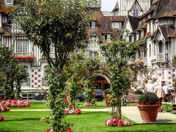 Cosa vedere in Normandia: la città di Deuville