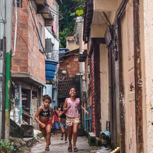 I luoghi turistici più iconici: la favela Santa Marta