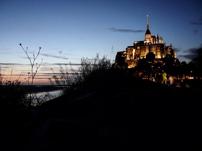 Mont Saint Michel al tramonto
