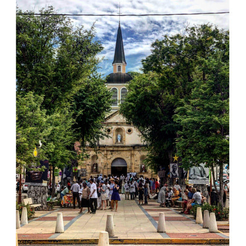 Saint-Anne, chiesa del paese