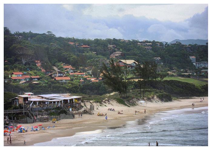 La spiaggia di Praia do Rosa e il San Diego Bar
