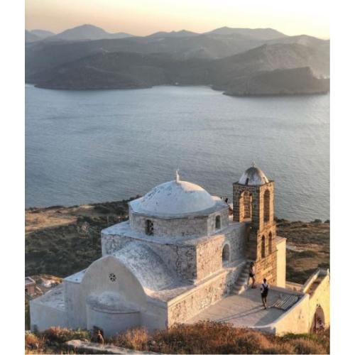 Il monastero di Plaka al tramonto