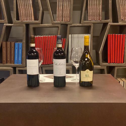 Alcuni vini in degustazione presso la cantina Antinori nel Chianti Classico