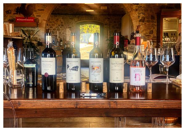 Alcuni vini in degustazione presso la cantina Rocca delle Macìe nel Chianti Classico